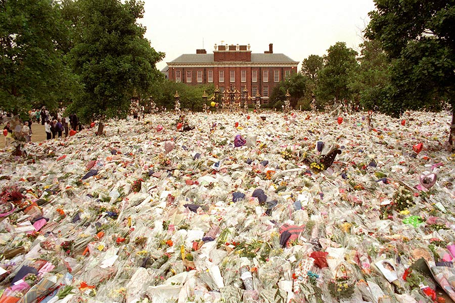 wrought iron kensington palace princess diana tributes